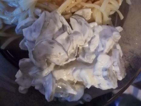 Przepis: Sałatka z ogórków konserwowych