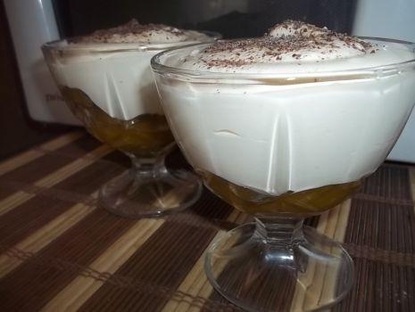 Przepis: Deser cappuccino ze śliwkami