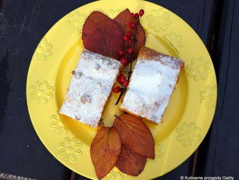 Przepis: Ciasto dyniowo-pomarańczowe z suszonymi owocami