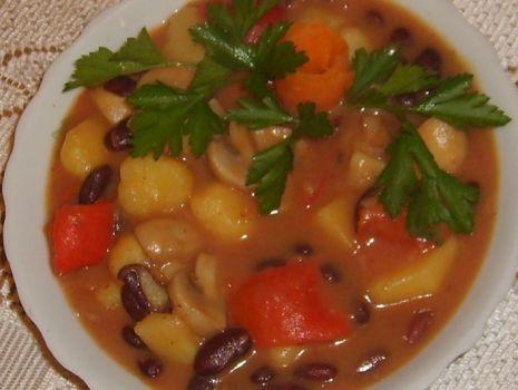 Przepis: Gulasz warzywny z pieczarkami