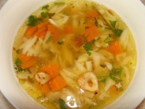 Przepis: Zupa czosnkowa z makronem