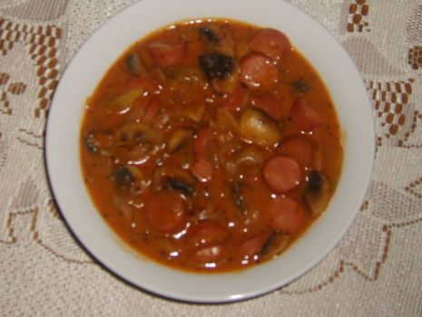 Przepis: Parówki w sosie pomidorowym
