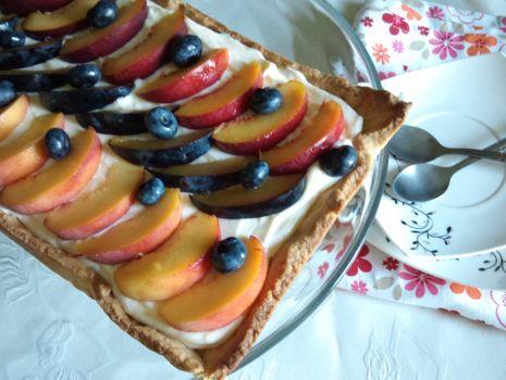 Przepis: Tarta z kremem i owocami