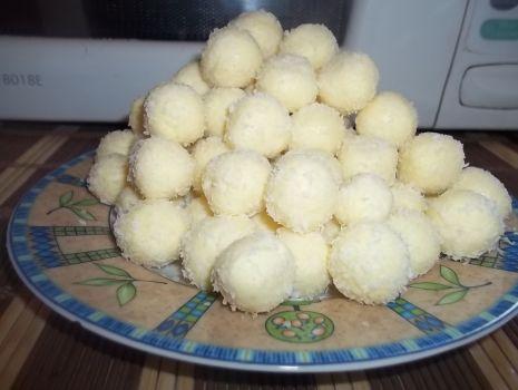 Przepis: Kokosowe pralinki