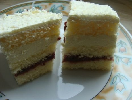 Przepis: Ciasto z powidłami i kremem z ajerkoniakiem