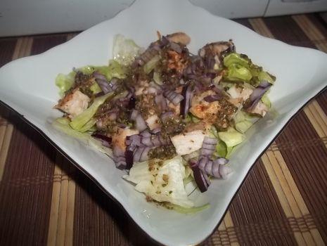 Przepis: Sałatka z kurczakiem i pesto