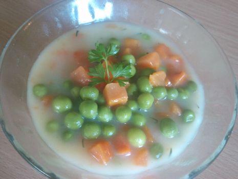 Przepis: Marchewka z groszkiem do obiadu