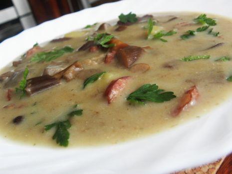 Przepis: Zupa ze świeżych grzybów.
