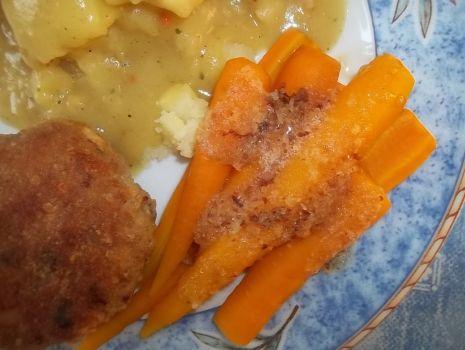 Przepis: Młoda marchewka z bułką tartą