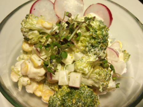 Przepis: Sałatka z brokułem i fetą