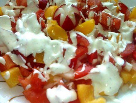 Przepis: Papryka z pomidorem i cebulką