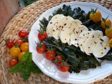 Przepis: Sałatka z brokułem łodygowym i mozzarellą