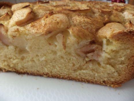 Przepis: Ciasto z jabłkami i cynamonem