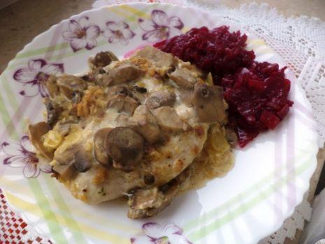 Przepis: Filety kurczaka w  pierzynce grzybowej
