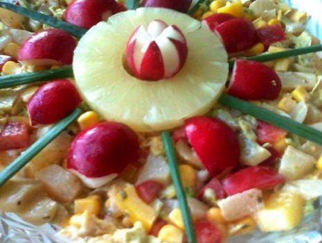 Przepis: Surówka z pekinki, ananasa, papryki