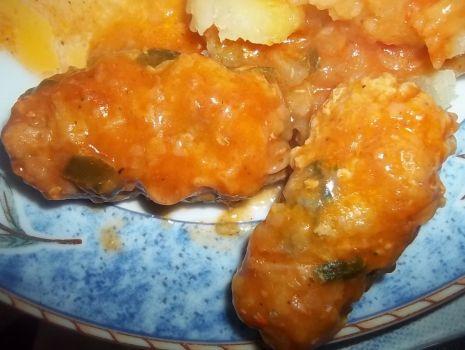 Przepis: Kotleciki z ryżem w sosie pomidorowym