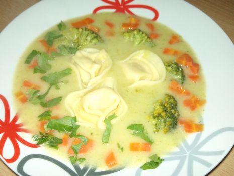Przepis: Zupa brokułowa z tortellini