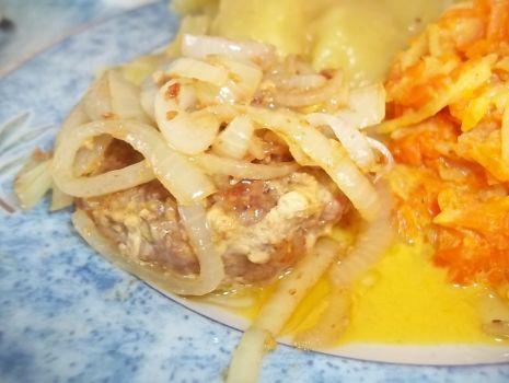 Przepis: Kotleciki z mięsa mielonego z cebulką