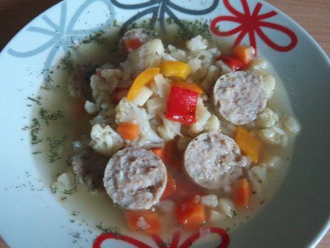 Przepis: Zupa z kalafiorem, papryką i białą kiełbasą