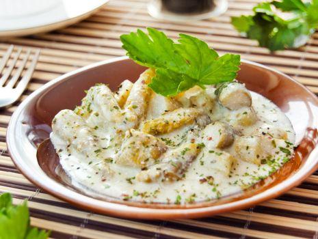 Przepis: Szparagi w sosie z sera feta do obiadu