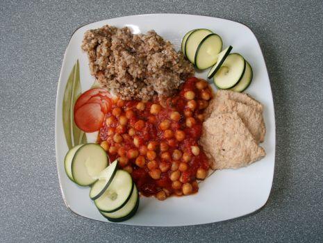 Przepis: Ciecierzyca w sosie pomidorowym