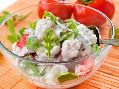 Przepis: Kalafior z pomidorami i rukolą do obiadu