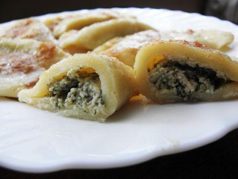 Przepis: Pierogi z serem,mięsem i szpinakiem.