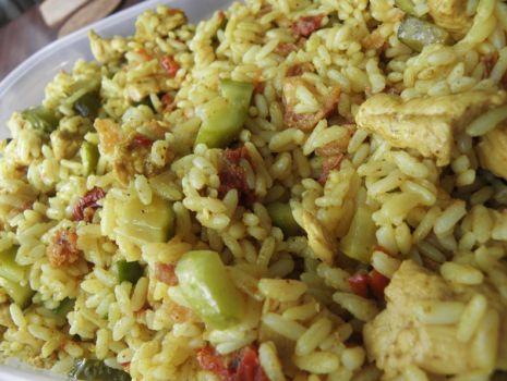 Przepis: Sałatka curry z kurczakiem.
