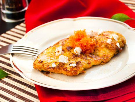 Przepis: Filet  w panierce z sera feta i marchewki