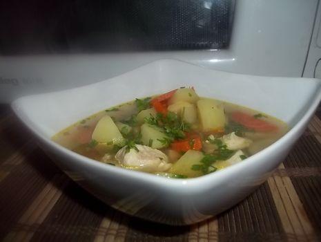 Przepis: Zupa z zielonym groszkiem na gęsim smalcu