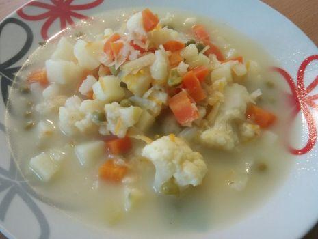 Przepis: Zupa kalafiorowa z groszkiem