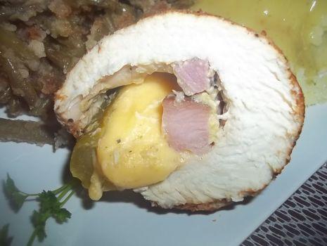 Przepis: Nadziewana gotowana pierś z kurczaka