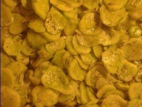 Przepis: ogórki w sosie koperkowo - ziołowym