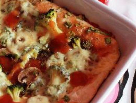 Przepis: Pizza z pieczarkami i brokułami