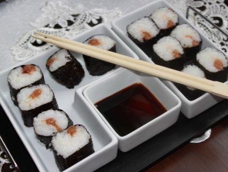Przepis: Sushi ze śliwką kwaszoną