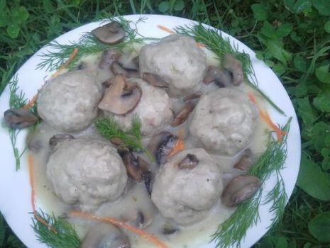 Przepis: Pulpety w sosie pieczarkowym