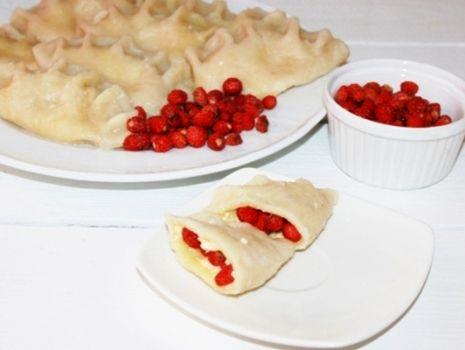 Przepis: Pierogi z serem i poziomkami