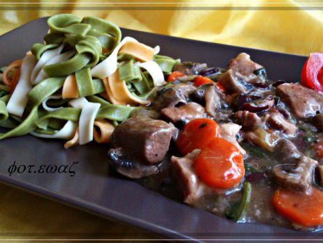 Przepis: Gulasz wieprzowo - warzywny do makaronu