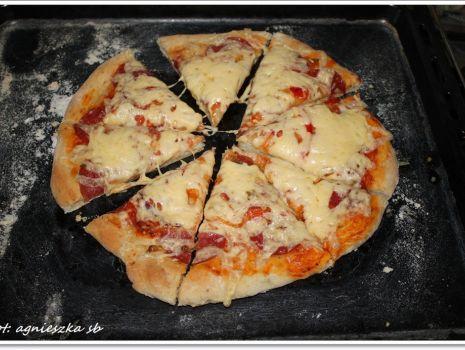 Przepis: pizza z salami mojego synka