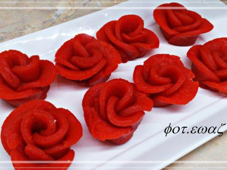 Przepis: Róże z parzonego ciasta