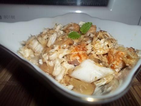 Przepis: Sałatka z kurczakiem i serem