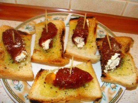 Przepis: Koreczki z suszonych pomidorów