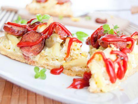 Przepis: Tarta z fasolką szparagową, kiełbaską i serem białym