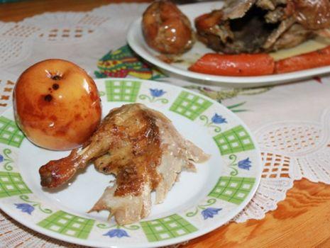 Przepis: Kaczka zapiekana z jabłkami i marchewką