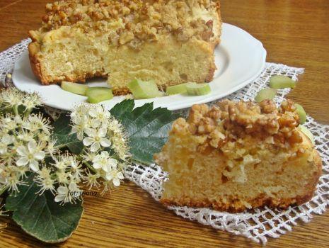 Przepis: Ciasto z rabarbarem i orzechami