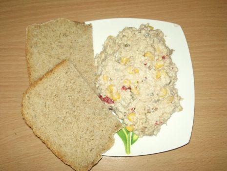 Przepis: Sałatka z kuskusem i tuńczykiem