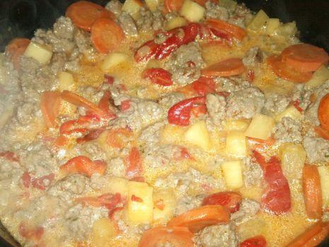 Przepis: Mięso z warzywami w sosie