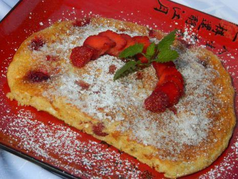 Przepis: Omlet z truskawkami i otrębami