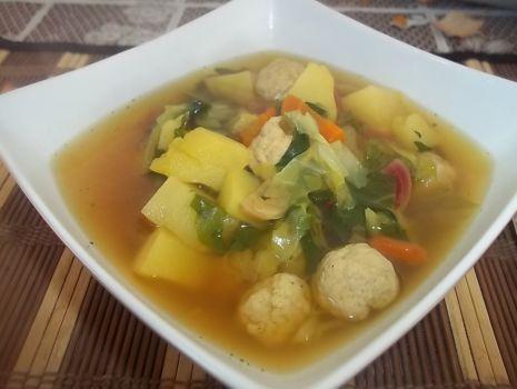 Przepis: Wiosenna zupa z mięsnymi kuleczkami