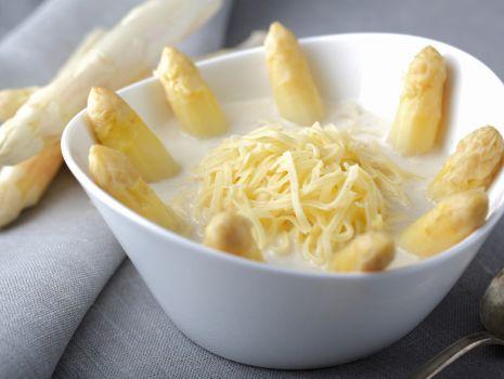 Przepis: Zupa ze świeżych szparagów z krajanką